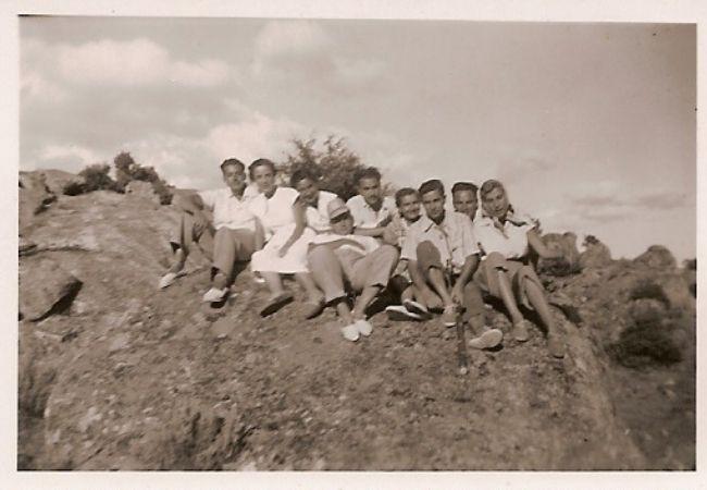 Excursión de un grupo de veraneantes hacia 1950.