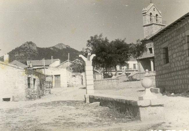 Vista de la antigua iglesia y su pórtico primitivo